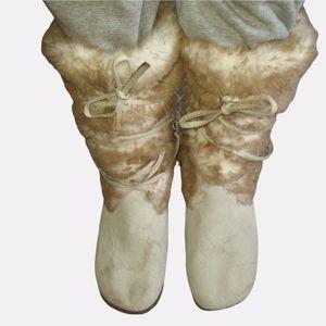 Airwalk faux fur brown/cream suede boots size 11.